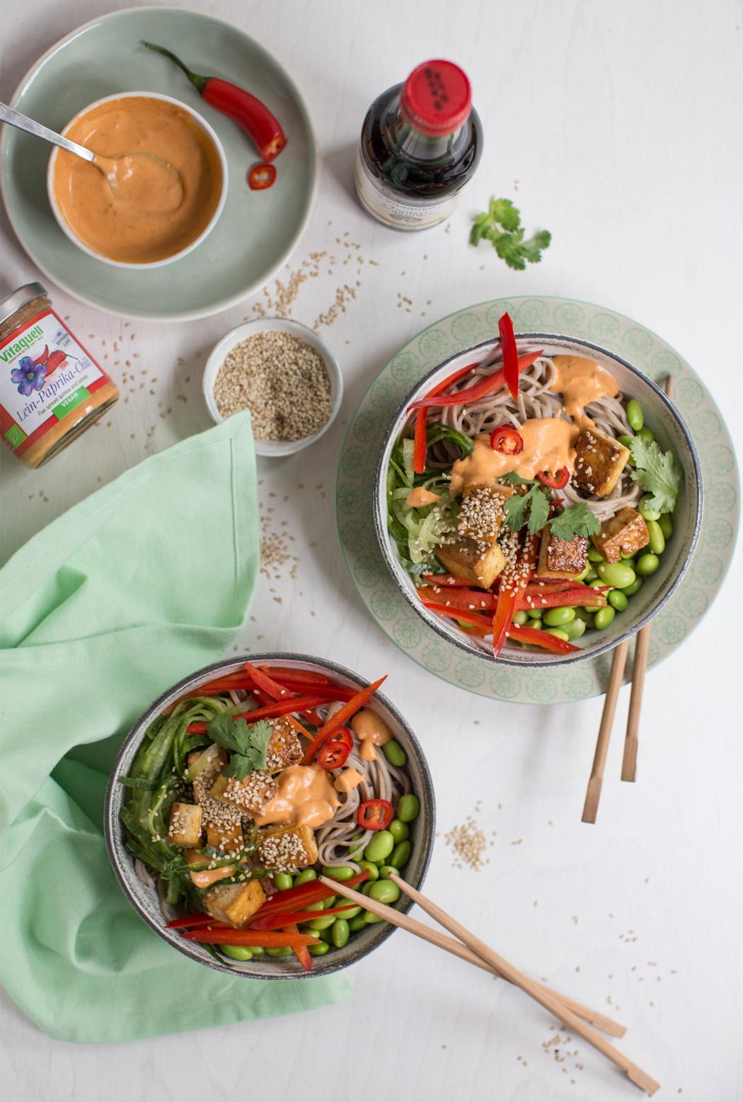 Sobanudel-Bowl-mit-Sesam-Tofu_Vitaquell_hUxTbgeUzCLN5n